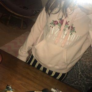 medium cropped hollister sweatshirt